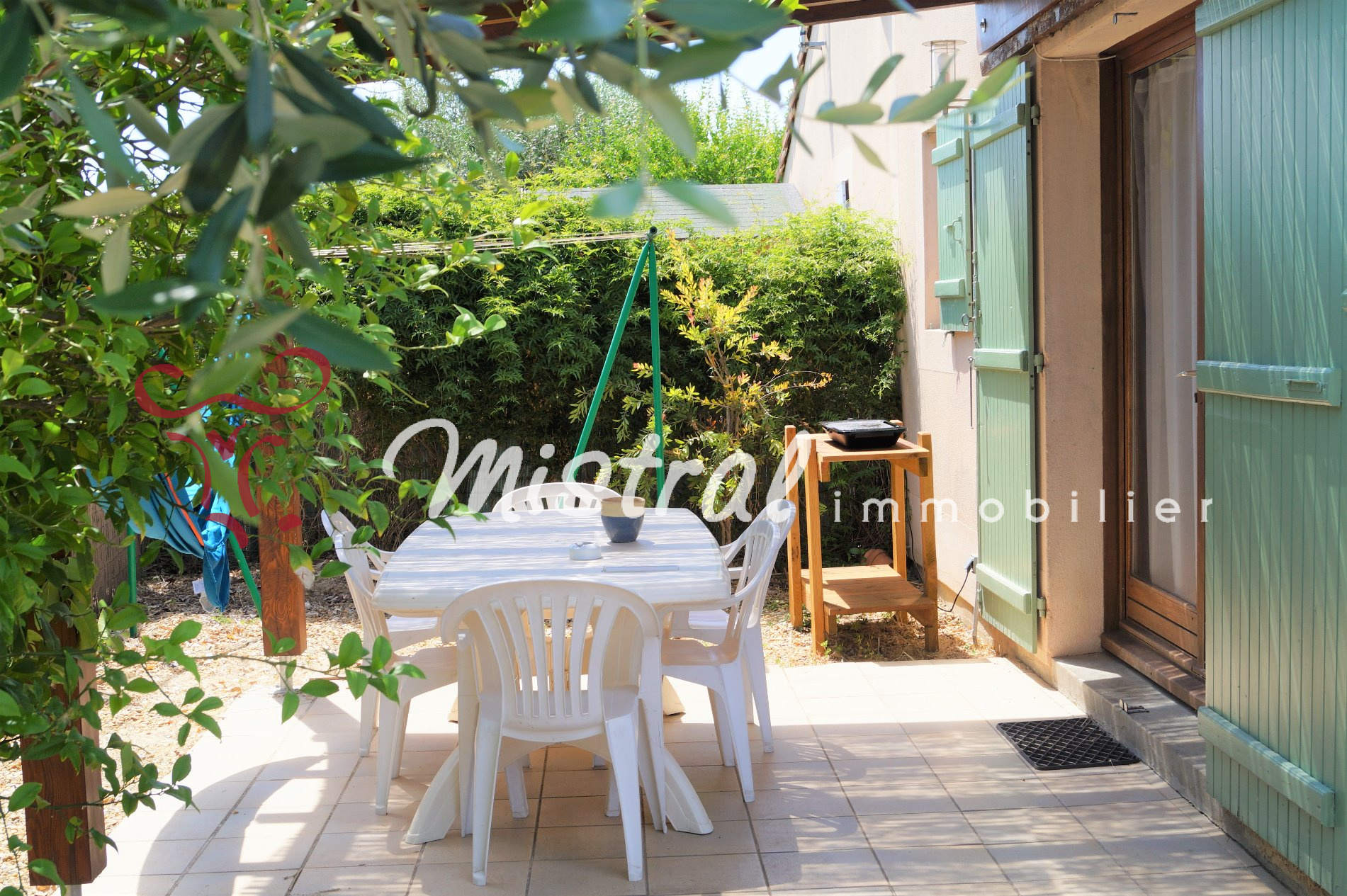 Vente maison saint laurent d 39 aigouze avec terrasse et jardin for Terrasse jardin immobilier
